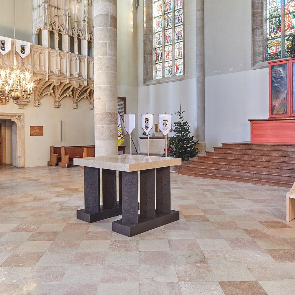 Pronaturstein - Österreich - Sakrales Mobiliar aus Naturstein - Kirche Wiener Neustadt Kaiser Maximilian - ein Projekt von Wolfgang Ecker